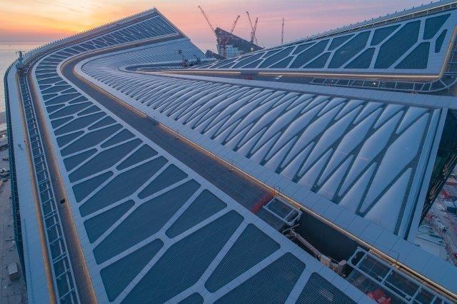 ETFEフィルムの大型天窓を採用したラフタ・センター完成