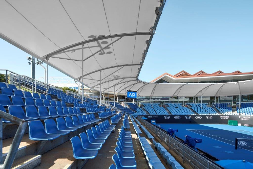 メルボルン・パークのテニスコート上屋に仮設の膜屋根採用