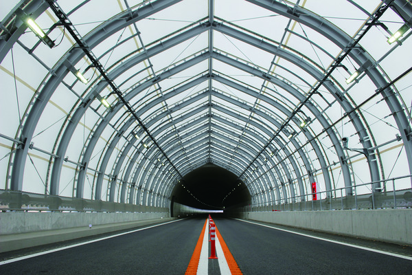 膜製スノーシェルター 冬の道路の安全を〝膜で守る〟
