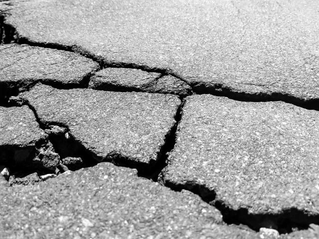 道路の補修工事に常温硬化型補修材を用いた事例とメリットの紹介